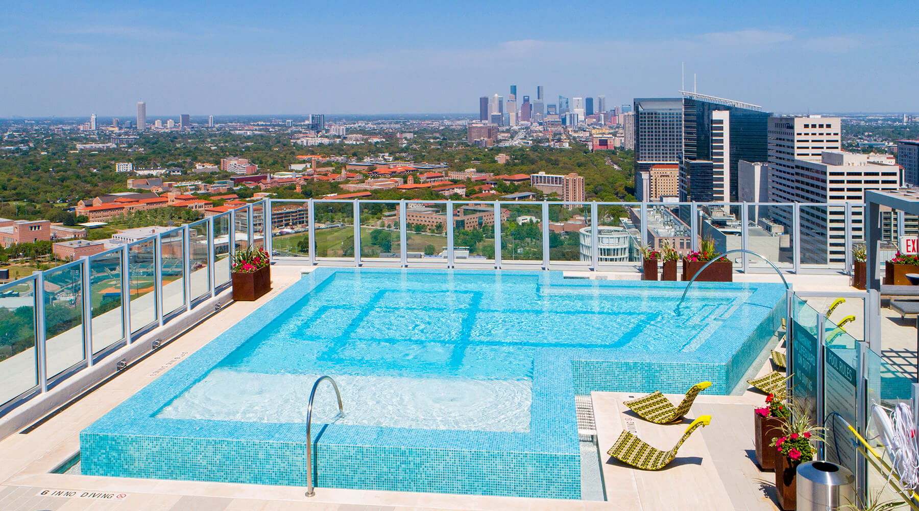 Houston Apartments With An Infinity Edge Rooftop Pool